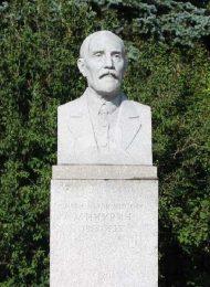 Памятник И.В. Мичурину, 1954 г., ск. М.Г. Манизер, гранит