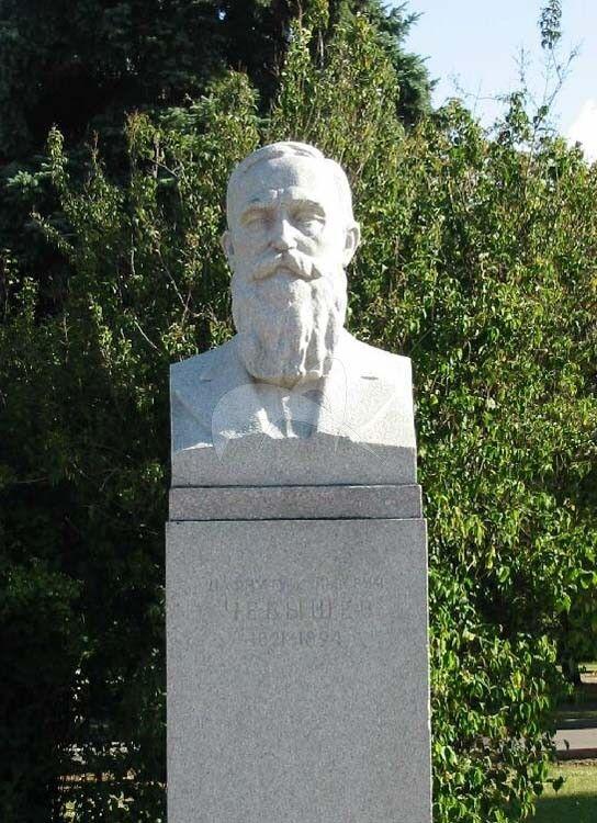 Памятник П.Л. Чебышеву, 1954 г., ск. И.А. Рабинович, гранит