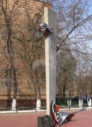 Памятник Е.В. Михайлову (летчику, Герою Советсткого Союза), 1965 г., ск. Г.А. Шакиров, худ. В.В. Колесников, сталь