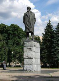 Памятник В.И. Ленину, 1967 г., ск. В.Б. Топуридзе, арх. К.Т. Топуридзе, бронза, гранит