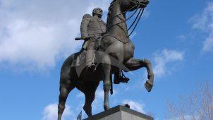 Памятник М.И. Кутузову, 1973 г., ск. Н.В. Томский, бронза, гранит