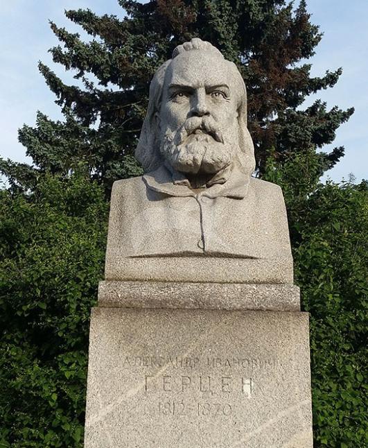 Памятник А.И. Герцену, 1954 г., ск. С.Т. Коненков, гранит