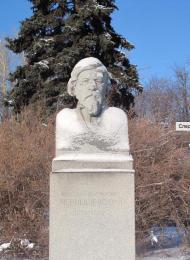 Памятник Н.Г. Чернышевскому, 1954 г., ск. Г.В. Нерода, гранит