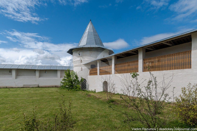 Башня ограды, ансамбль Белопесоцкого монастыря